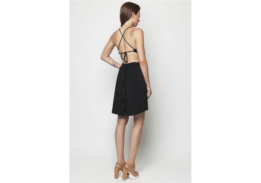 ca0dd170768b Κοντό μαύρο φόρεμα – ISO - eshop με νεανικά γυναικεία ρούχα