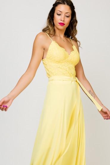 Καλεσμένη σε γάμο ή βάπτιση; Αυτά είναι τα τοπ φορέματα για να εντυπωσιάσεις!